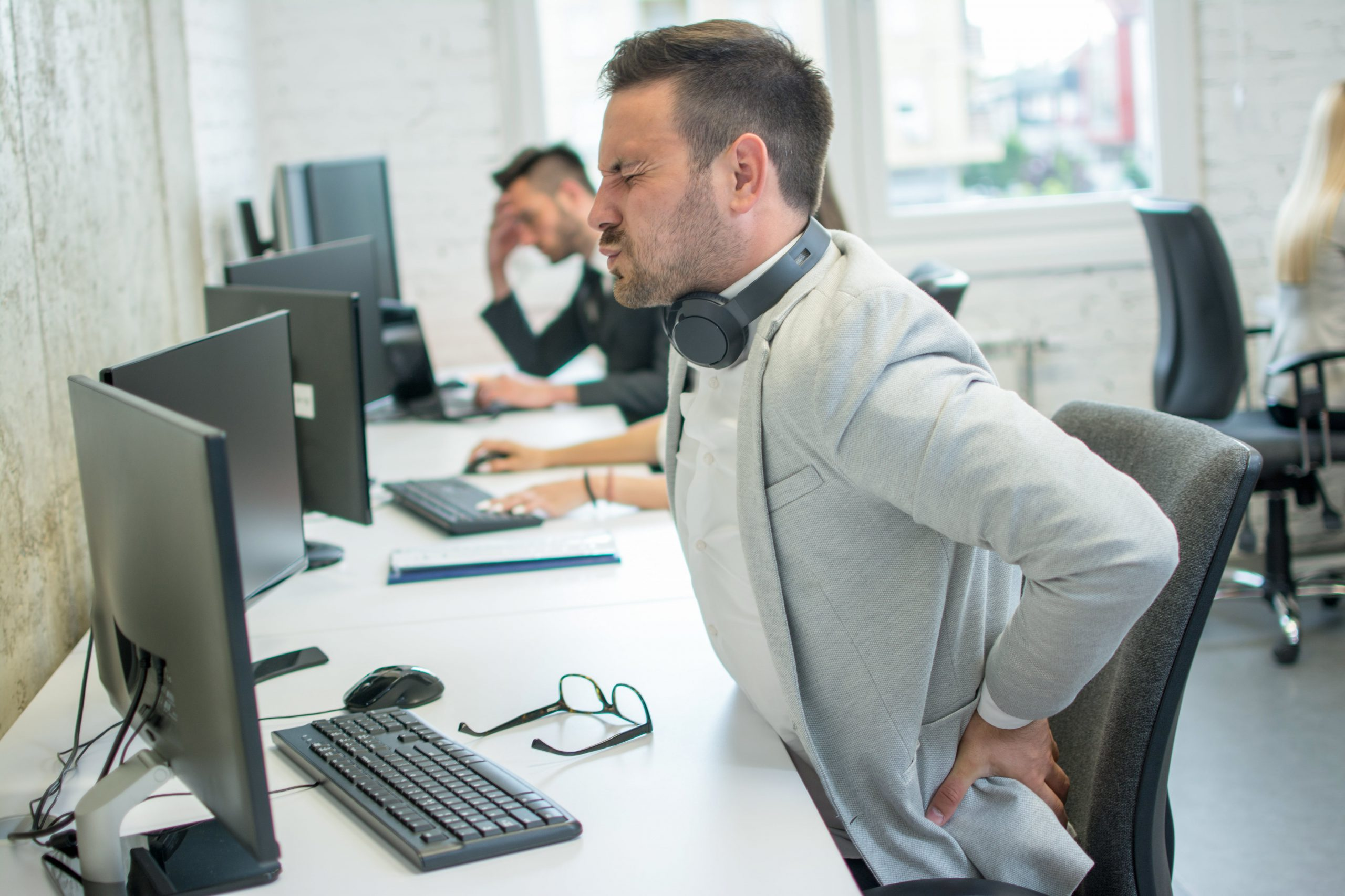 6 Ways to Reduce Lower Back Pain due to Prolonged Seating